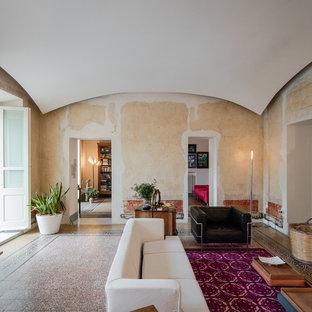 他の地域の大きいエクレクティックスタイルのおしゃれなLDK (マルチカラーの壁、大理石の床、標準型暖炉、マルチカラーの床) の写真
