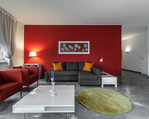Soggiorno con pareti rosse foto idee arredamento for Parete rossa soggiorno