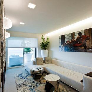 Idee per un soggiorno moderno con pareti bianche e pavimento grigio