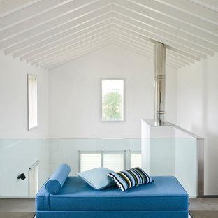Ispirazione per un ampio soggiorno design con pareti bianche