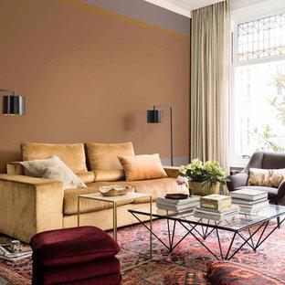Esempio di un soggiorno design chiuso con sala formale, pareti multicolore, parquet scuro e pavimento marrone