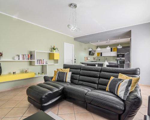 Grande soggiorno con pavimento con piastrelle in ceramica - Foto e ...