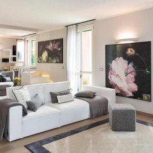 Ispirazione per un grande soggiorno contemporaneo con pareti bianche e parquet chiaro