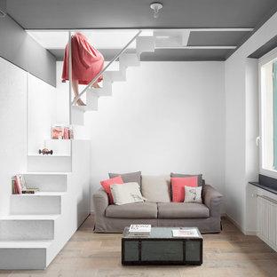 Immagine di un piccolo soggiorno scandinavo aperto con pavimento in gres porcellanato, pareti bianche, nessun camino e nessuna TV