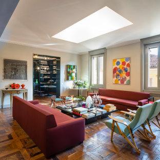 Ispirazione per un grande soggiorno minimal aperto con pareti grigie, parquet scuro, camino classico, cornice del camino in metallo, nessuna TV e pavimento marrone
