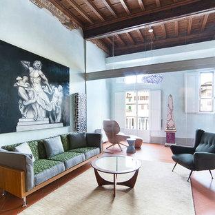 Idee per un soggiorno minimalista con pareti blu, pavimento in terracotta, TV a parete e pavimento rosso