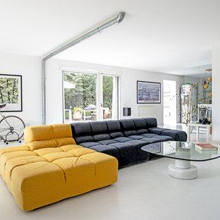 Idee per un grande soggiorno moderno con pareti bianche e pavimento in cemento