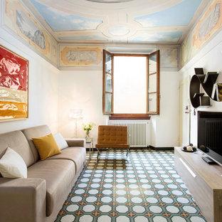 Foto di un soggiorno mediterraneo di medie dimensioni e chiuso con pareti bianche, TV autoportante, pavimento multicolore, pavimento con piastrelle in ceramica e nessun camino
