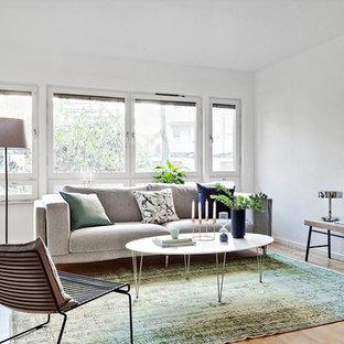 Ispirazione per un soggiorno scandinavo chiuso con sala formale, pareti bianche, parquet chiaro e pavimento beige