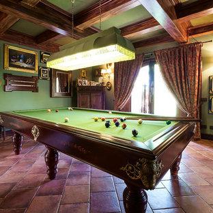 Ispirazione per un grande soggiorno chic chiuso con pareti verdi e pavimento in terracotta