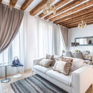 Idee per un soggiorno mediterraneo chiuso con pareti bianche