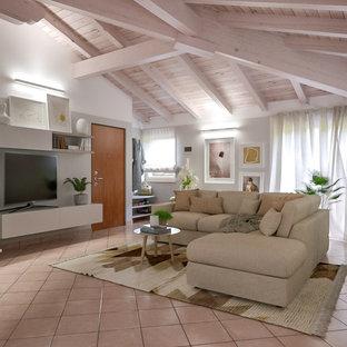 中くらいのコンテンポラリースタイルのおしゃれなLDK (グレーの壁、テラコッタタイルの床、埋込式メディアウォール、ピンクの床) の写真