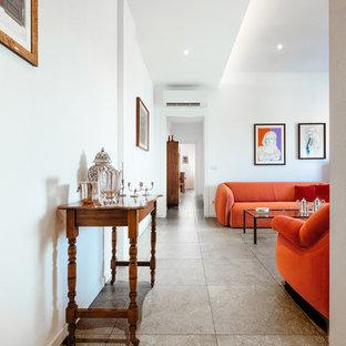 Esempio di un soggiorno minimal di medie dimensioni e aperto con sala formale, pareti bianche, pavimento in gres porcellanato, pavimento grigio e soffitto ribassato