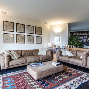 Immagine di un grande soggiorno chic aperto con pareti bianche, pavimento in gres porcellanato e pavimento nero