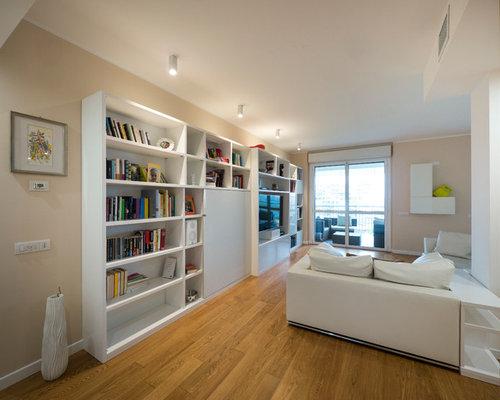 Pareti Soggiorno Rosa : Soggiorno con libreria e pareti rosa foto idee per