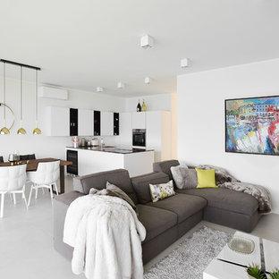 Idee per un grande soggiorno minimal aperto con pareti bianche, camino sospeso e pavimento grigio