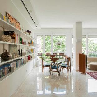 Ispirazione per un soggiorno minimal aperto con libreria, pareti bianche, pavimento in cemento e pavimento beige