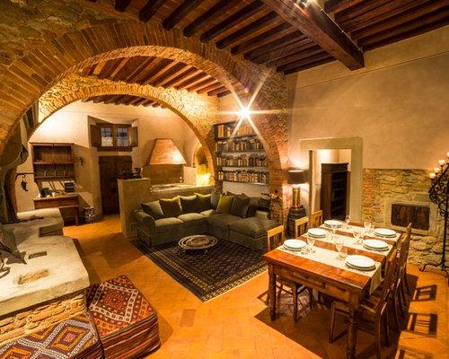 wohnzimmer mit kaminsims aus stein und backsteinboden ideen design bilder houzz. Black Bedroom Furniture Sets. Home Design Ideas