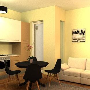 ミラノの中くらいのトラディショナルスタイルのおしゃれなLDK (赤い壁、磁器タイルの床、壁掛け型テレビ、ベージュの床) の写真