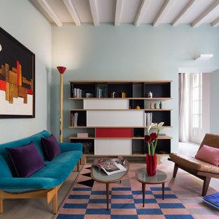 Immagine di un soggiorno bohémian di medie dimensioni e chiuso con pareti blu
