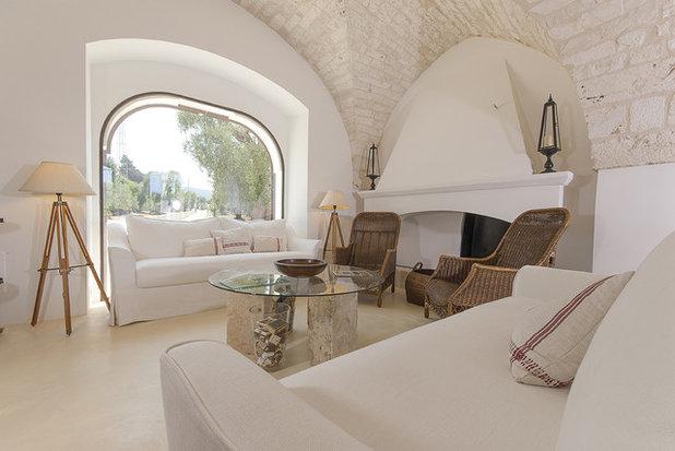 Mediterranean Family Room by Studio Talent