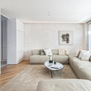 Esempio di un soggiorno minimal chiuso con pareti bianche e parquet chiaro
