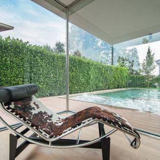 Ispirazione per un soggiorno moderno di medie dimensioni e aperto con parquet chiaro