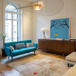 Idee per un soggiorno design chiuso con pareti bianche e pavimento in legno massello medio