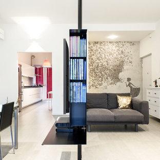Ispirazione per un soggiorno minimal di medie dimensioni e aperto con pareti bianche, pavimento in gres porcellanato, nessun camino, TV a parete e pavimento beige