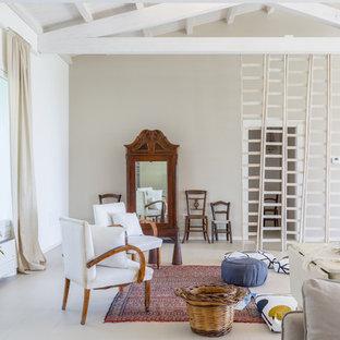 Idee per un grande soggiorno bohémian aperto con pareti beige