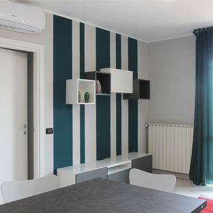 Foto di un piccolo soggiorno design aperto con pareti grigie, pavimento in gres porcellanato, nessun camino e pavimento rosa