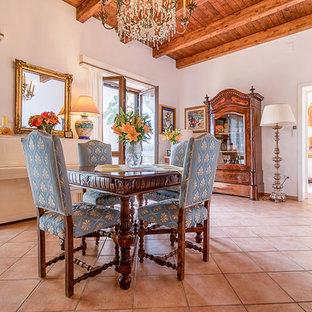 Immagine di un soggiorno chic di medie dimensioni e chiuso con sala formale, pareti bianche e pavimento con piastrelle in ceramica