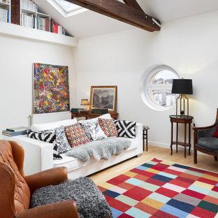 Idee per un soggiorno tradizionale di medie dimensioni e aperto con sala formale, pareti bianche e pavimento beige