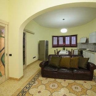 バーリのトラディショナルスタイルのおしゃれな独立型リビング (フォーマル、大理石の床、標準型暖炉、石材の暖炉まわり) の写真