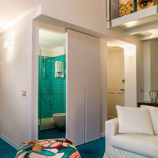 Ispirazione per un soggiorno stile marino di medie dimensioni e stile loft con pareti bianche, pavimento in tatami, TV a parete e pavimento blu