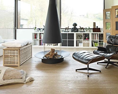 wohnzimmer mit h ngekamin und hellem holzboden ideen design bilder beispiele. Black Bedroom Furniture Sets. Home Design Ideas