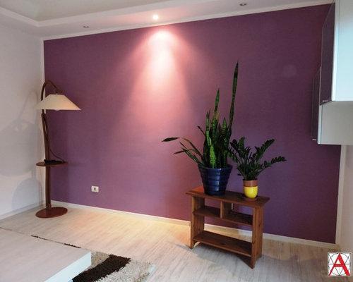 Salon moderne avec un mur violet : Photos et idées déco de salons