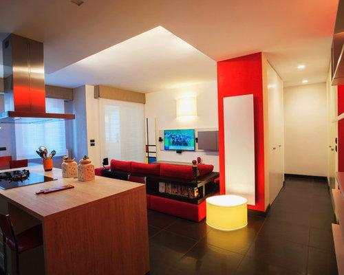 Foto e idee per living living con pareti rosse bologna - Pareti rosse soggiorno ...
