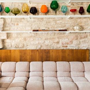 ローマのインダストリアルスタイルのおしゃれなファミリールームの写真