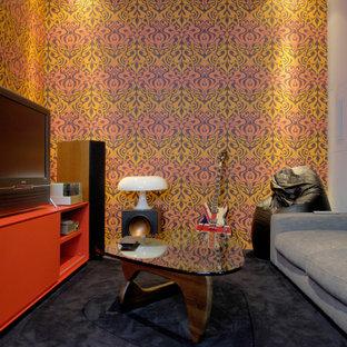 Idee per un soggiorno contemporaneo di medie dimensioni e chiuso con sala della musica, pareti bianche, moquette, TV autoportante e pavimento nero
