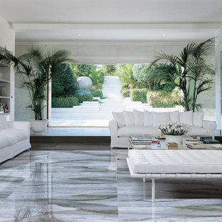 Idee per un ampio soggiorno classico aperto con libreria, pavimento in gres porcellanato e pavimento blu