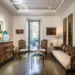 Ispirazione per un piccolo soggiorno eclettico chiuso con sala formale, pareti bianche, pavimento in cemento e pavimento grigio