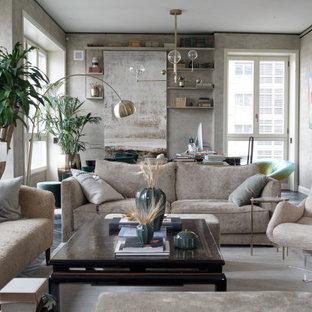 Ispirazione per un soggiorno design aperto con pareti grigie, parquet scuro, pavimento marrone e carta da parati