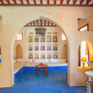 他の地域のアジアンスタイルのおしゃれなファミリールーム (青い床) の写真