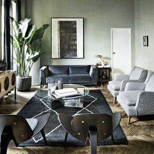 Immagine di un soggiorno contemporaneo chiuso e di medie dimensioni con sala formale, pareti verdi, nessuna TV, pavimento in legno massello medio e pavimento marrone