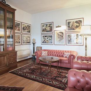 Idee per un soggiorno tradizionale di medie dimensioni con sala formale, pareti bianche e parquet chiaro