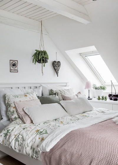 Scandinavian Bedroom by Heidi Jørgensen