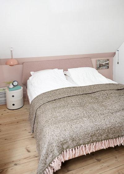 Modern Bedroom by Mia Mortensen Photography