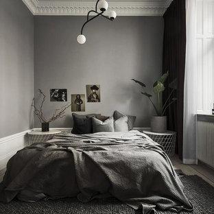 Exempel på ett mellanstort skandinaviskt huvudsovrum, med grå väggar