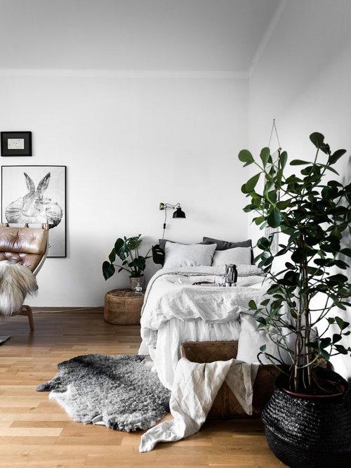 Chambre d 39 amis scandinave de taille moyenne photos et for Taille minimum d une chambre